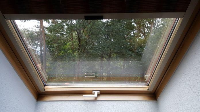 wissenswerte infos plissee f r dachfenster schr ge fenster tipps. Black Bedroom Furniture Sets. Home Design Ideas